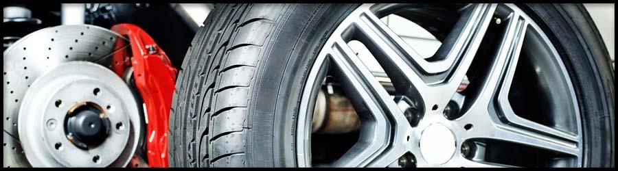 Reifen bei winterlichen Straßenverhältnisse